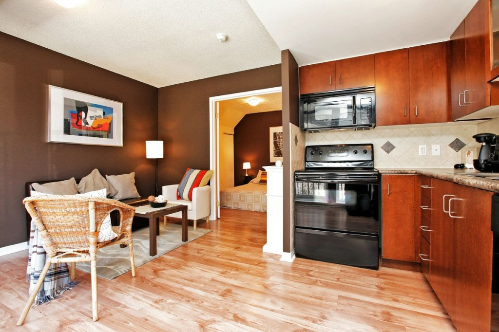 34 Western Battery Rd 408 living+dining+kitchen