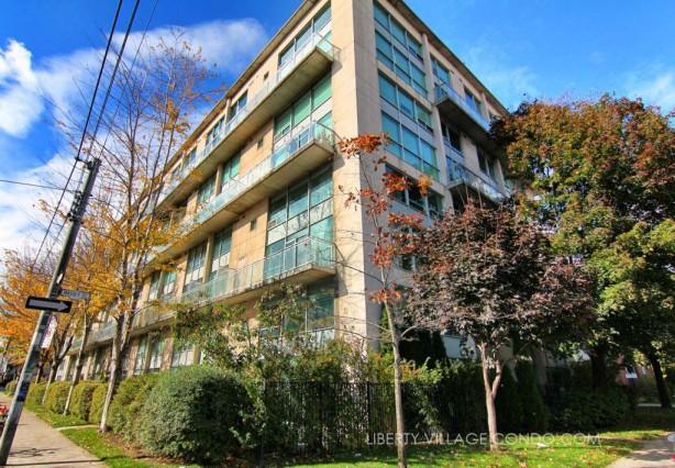 954 King St W Loft building exterior