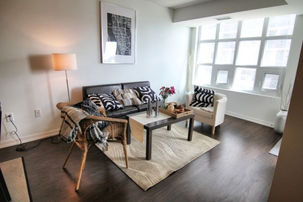 65 East Liberty 901 livingroom 2