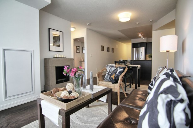 65 East Liberty 901 livingroom4